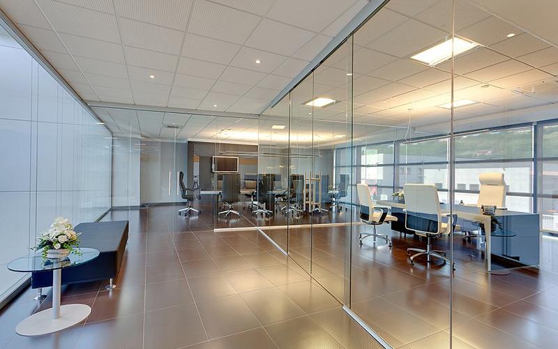 divisorio ufficio benessere lavoratori porte in cristallo